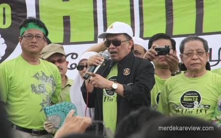 http://gopeng.files.wordpress.com/2012/02/20120226_stop_lynas_green_2_lim_kit_siang_anwar_ibrahim_02.jpg